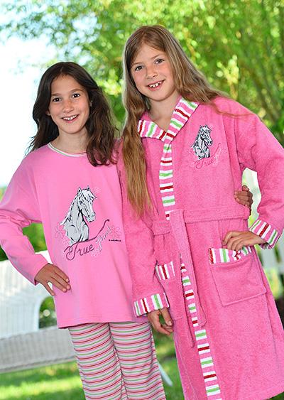 Bademäntel und Nachtwäsche<br />für Kinder