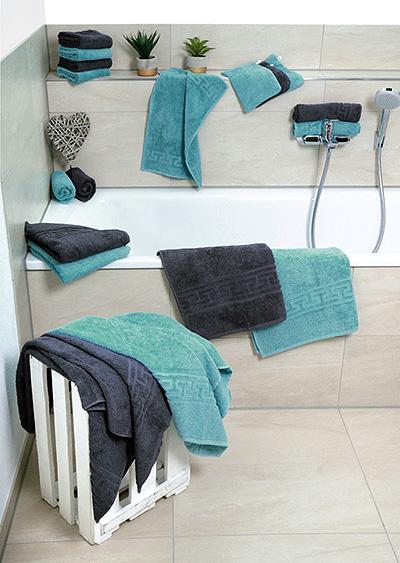 Handtücher und Bademäntel<br />für Erwachsene
